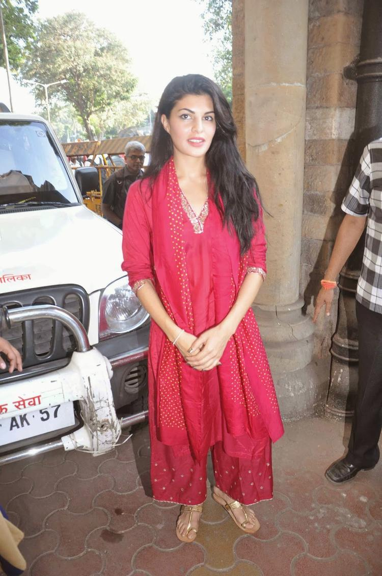 Jacqueline Snapped To Joins Hands With PETA To Ban Horse Carriages