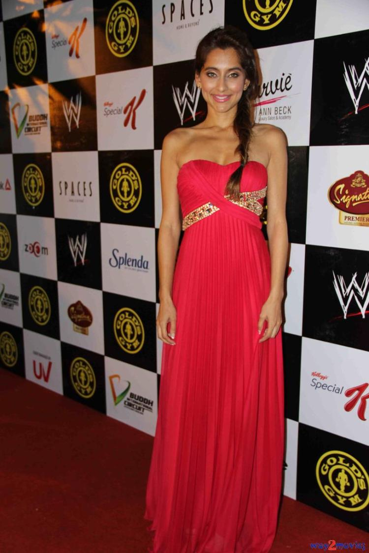 Anusha Dandekar Smiling Look Posed In Red Carpet At Gold Gym's Fit And Fab Contest