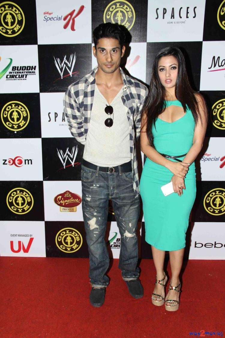 Prateik Babbar And Riya Sen Posed In Red Carpet At Gold Gym's Fit And Fab Contest