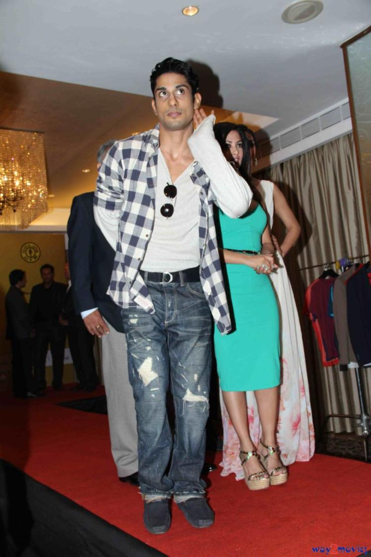Prateik Babbar Strikes A Pose At Gold Gym's Fit And Fab Contest