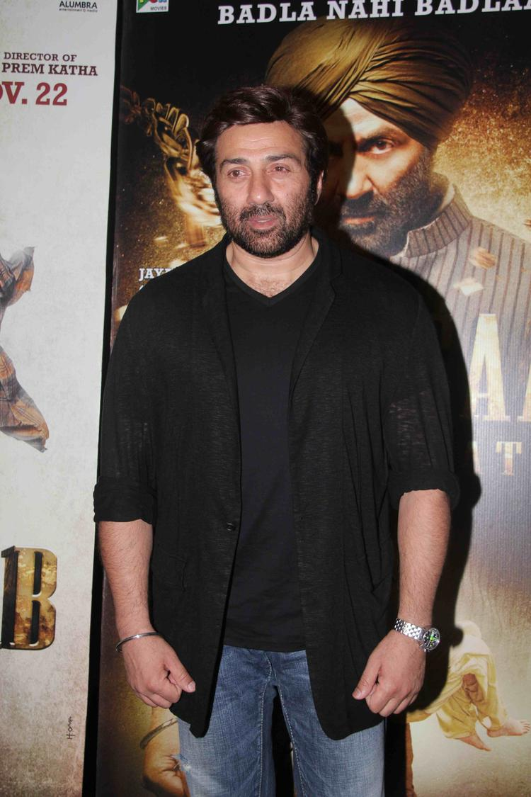 Shy Actor Sunny Deol Posed For Camera During The Special Screening Of Singh Saab The Great