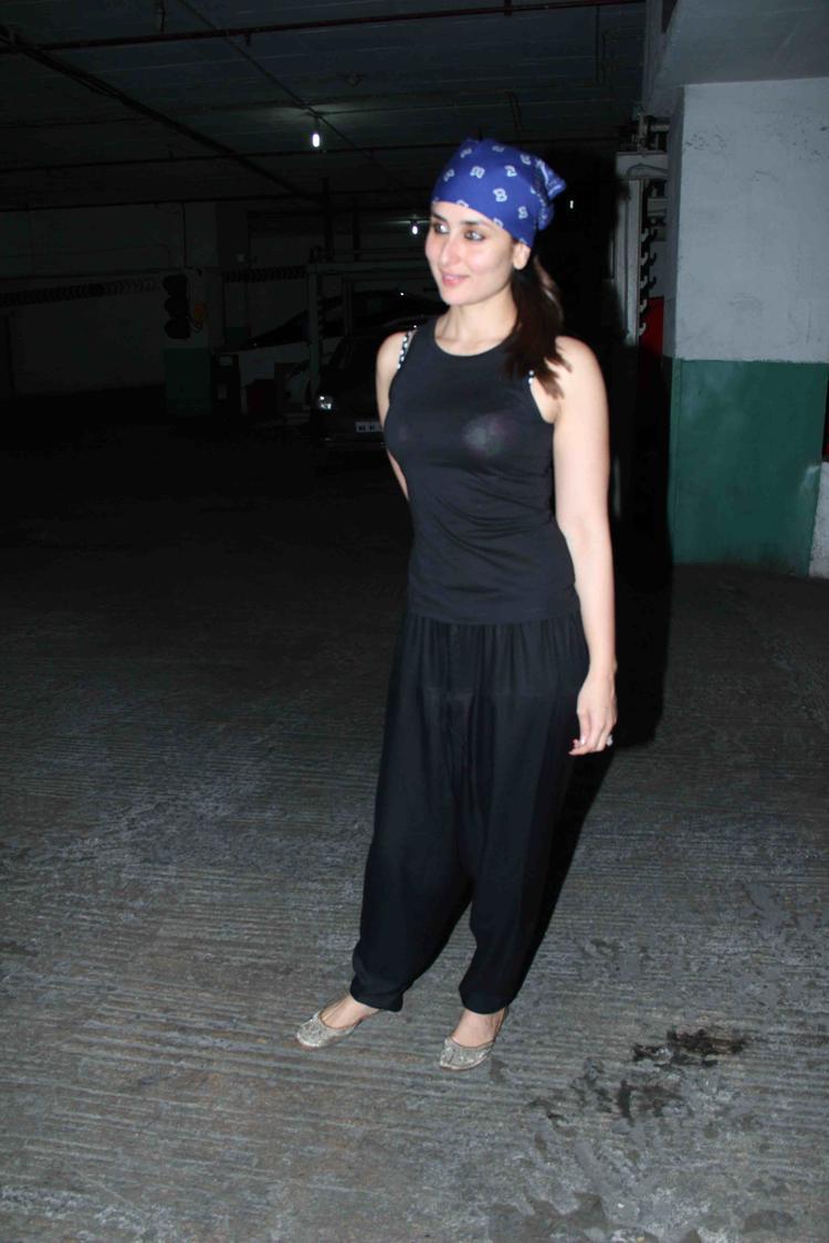Bollywood Hottie Kareena At Her Movie Gori Tere Pyaar Mein Special Screening
