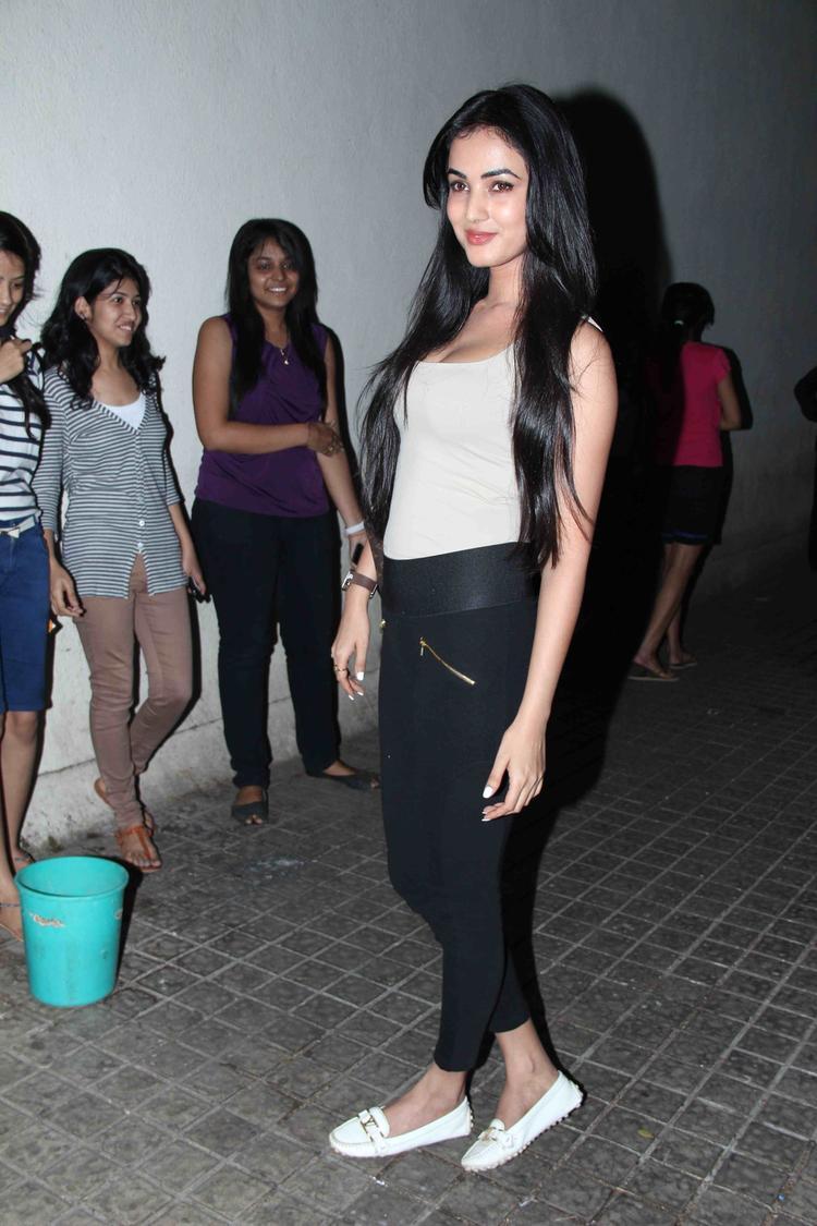 Gori Tere Pyaar Mein Movie Special Screening Sonal Chauhan Nice Still