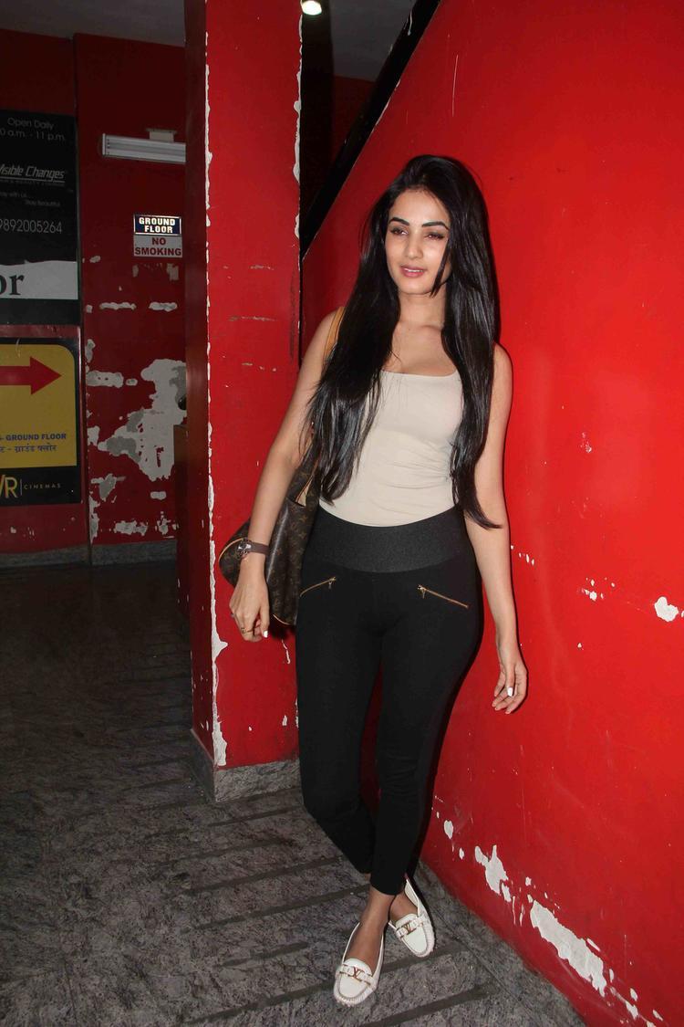 Sonal Chauhan In Glamour Look At Gori Tere Pyaar Mein Movie Special Screening