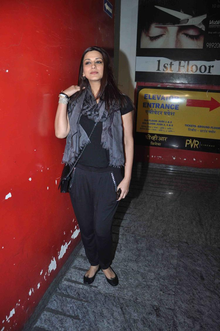 Sonali Bendre At Suburban Theatre For Gori Tere Pyaar Mein Special Screening