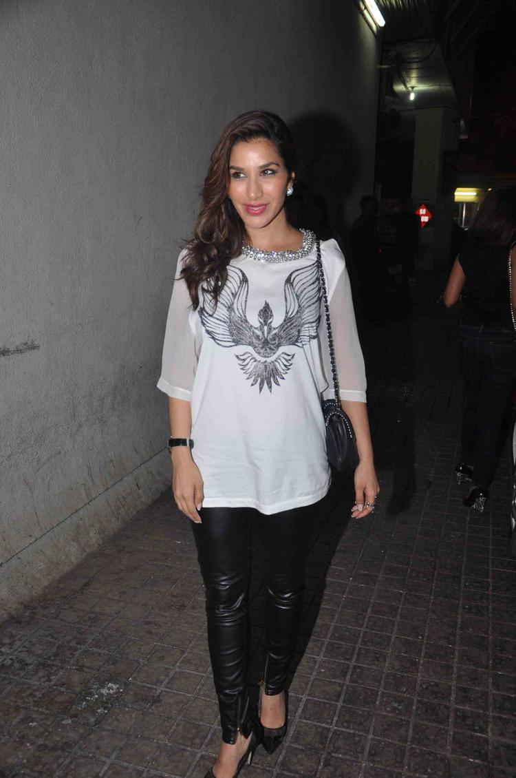 Sophie Choudry Arrives At Gori Tere Pyaar Mein Movie Special Screening