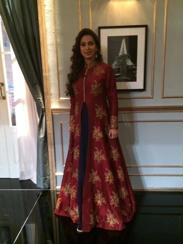 Juhi Chawla Looking Young And Beautiful In This Outfit At Koffee with Karan Show