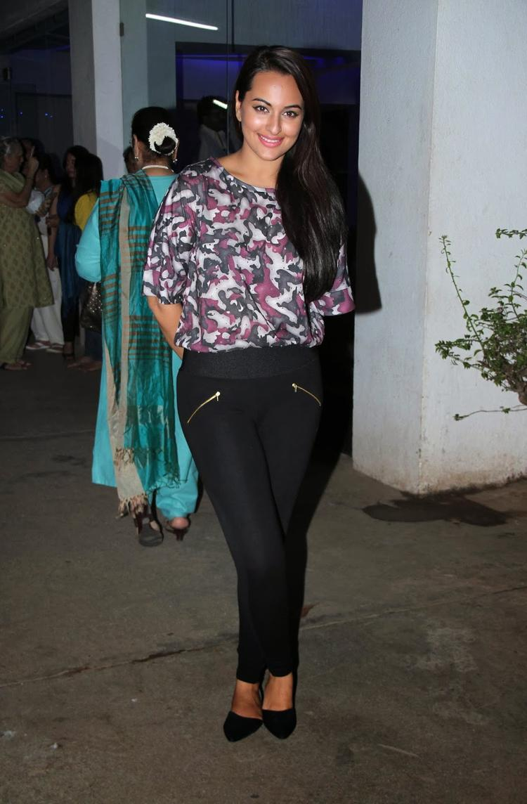 Sonakshi Sinha Strikes A Pose At The Special Screening Of Bullett Raja Movie