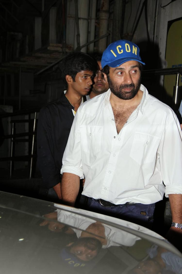 Sunny Deol Visits PVR Theatre Mumbai For Promoting Singh Saab The Great