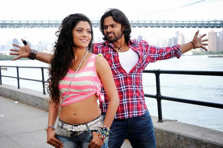 Sai Dharam Tej And Saiyami Sweet Romance Still In Rey