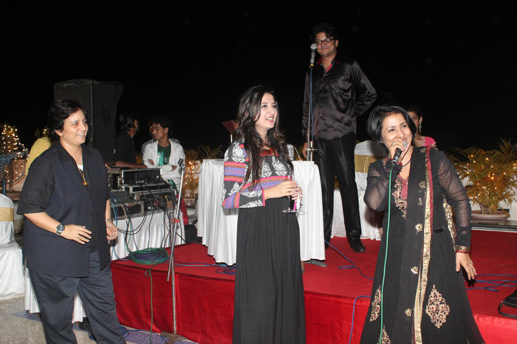 Amy Billimoria Singer Friends Attend Father's 70th Birthday Bash