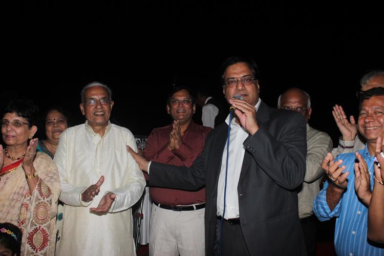 Celebs Congrats Designer Amy Billimoria Fathers Dushyant Shah 70th Birthday Bash