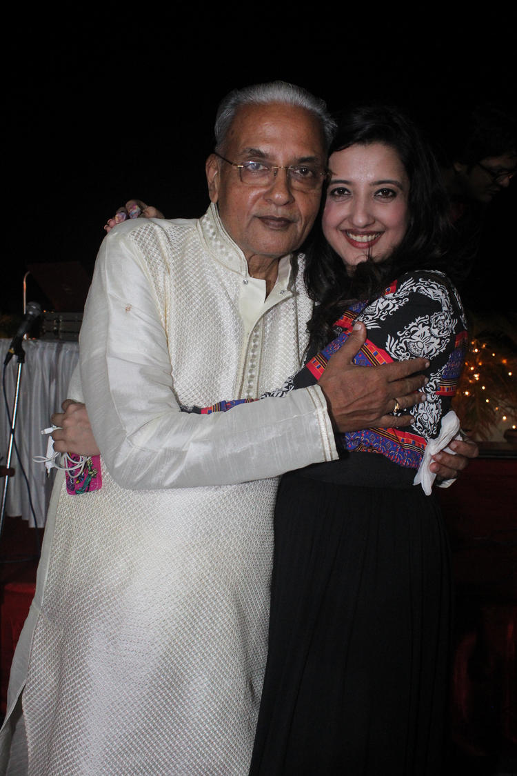Designer Amy Billimoria Sweet Pose With Her Fathers At His 70th Birthday Bash