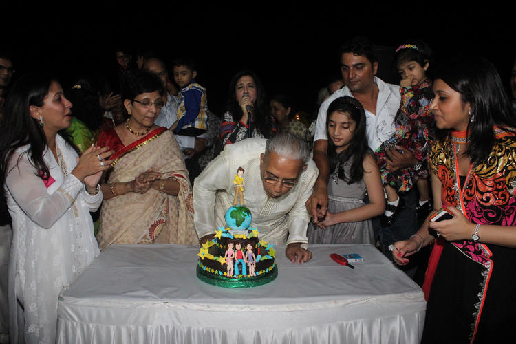 Dushyant Shah Celebrates His 70th Birthday Bash Hosted By Her Daughter