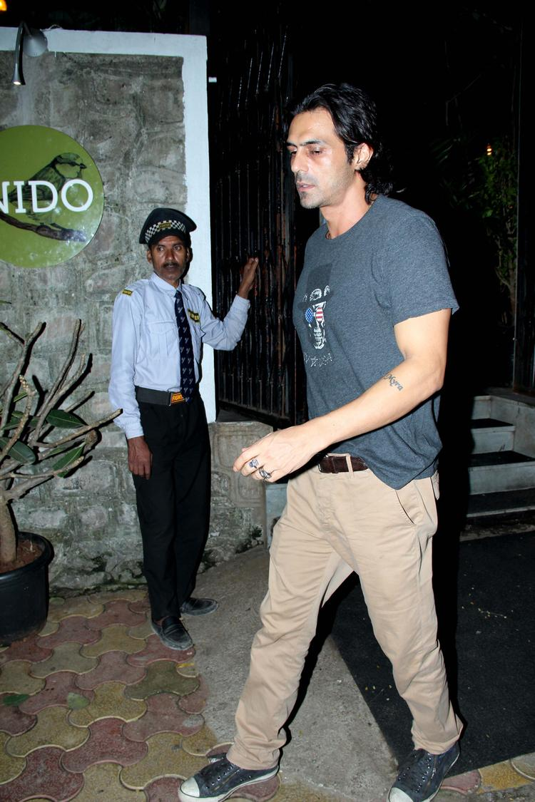 Arjun Rampal Looking Very Handsome During Nido Resto Bandra