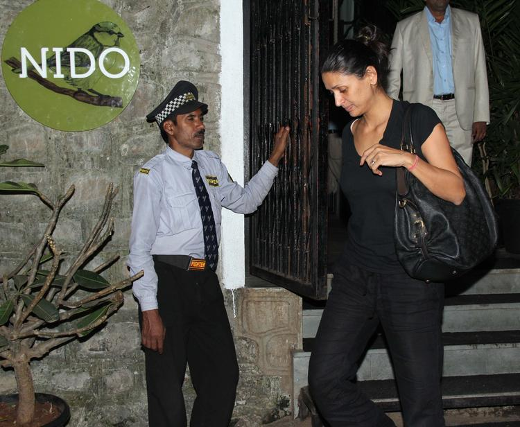 Arjun Rampal Wife Mehr Jesia Rampal Arrives At Nido Resto Bandra For Dinner