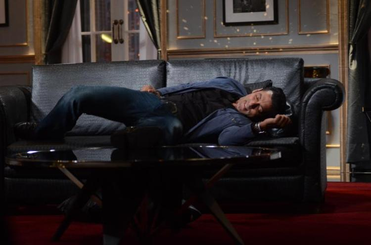 On The Sets Of Koffee With Karan Season 4 Salman Khan Snoozes On The Couch Still