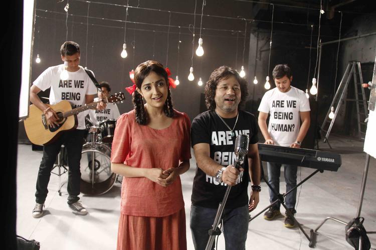 Kailash Kher Singing Pic For Lakshmi Movie