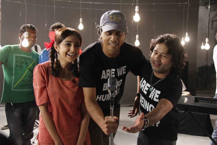 Monali Thakur With Nagesh Kukunoor And Kailash Kher At The Music Video Shoot Of Film Lakshmi