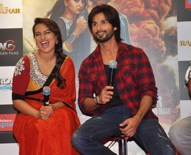 Bollywood Actor Shahid And Sonakshi At The Their Upcoming Film R...Rajkumar, Promotion Event, In Mumbai