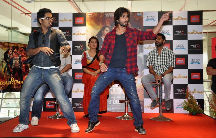 RRajkumar Movie Song Shahid Kapoor Dance Pose Still