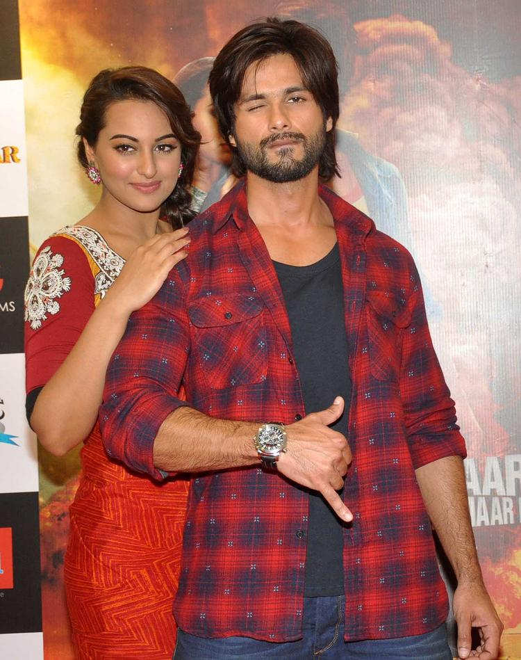Shahid And Sonakshi Promote Their Upcoming Movie With A Pose In Mumbai