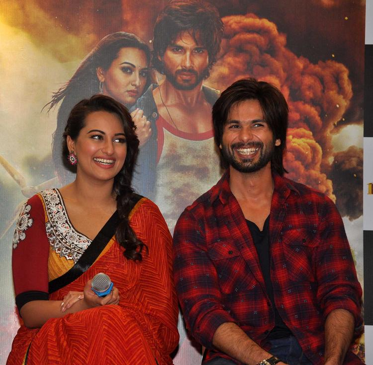 Shahid And Sonakshi Smiling Pose During The Promotion Of R…Rajkumar