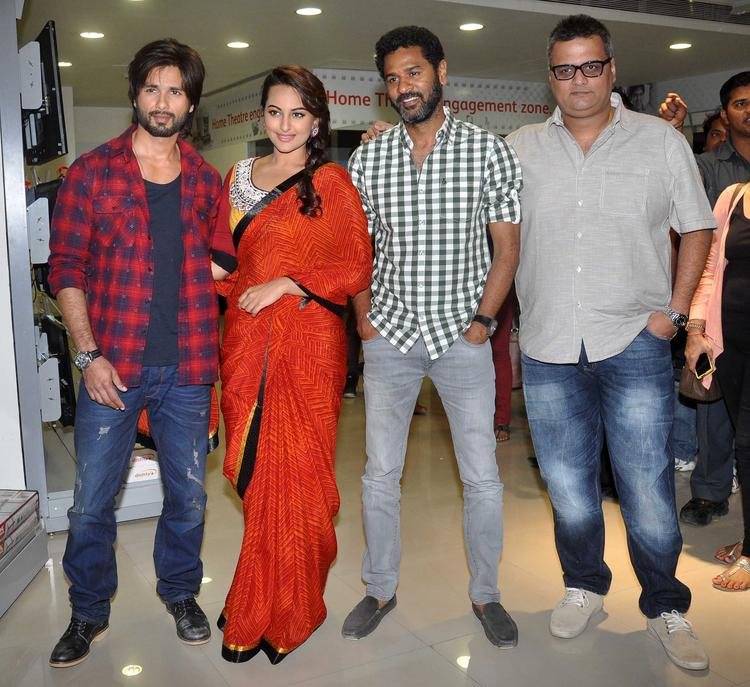 Shahid,Sonakshi And Prabhu Deva Pose For Camera During R Rakumar Comic Series