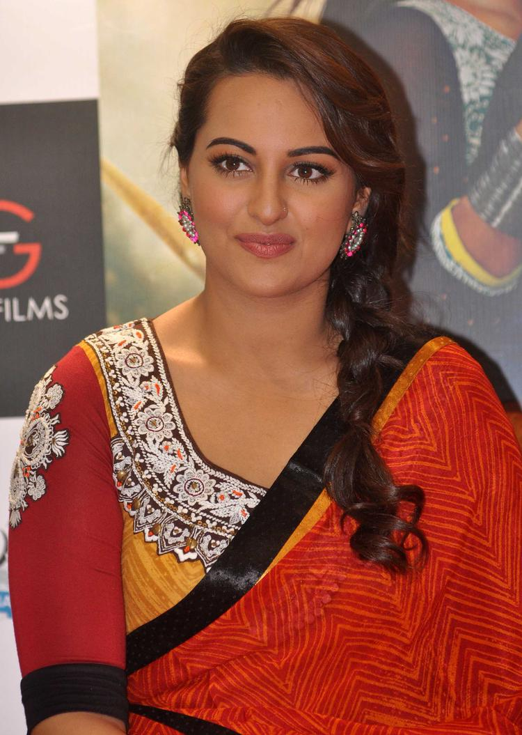 Sonakshi Sinha Close Up Pic During The Promotion Of R Rajkumar