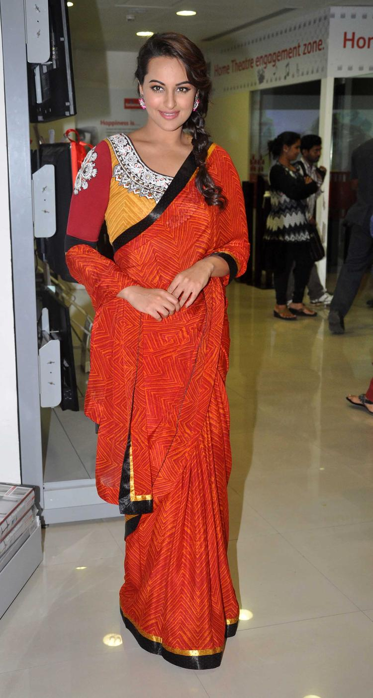 Sonakshi Sinha Spotted At R Rajkumar Movie Promotion Event In Mumbai