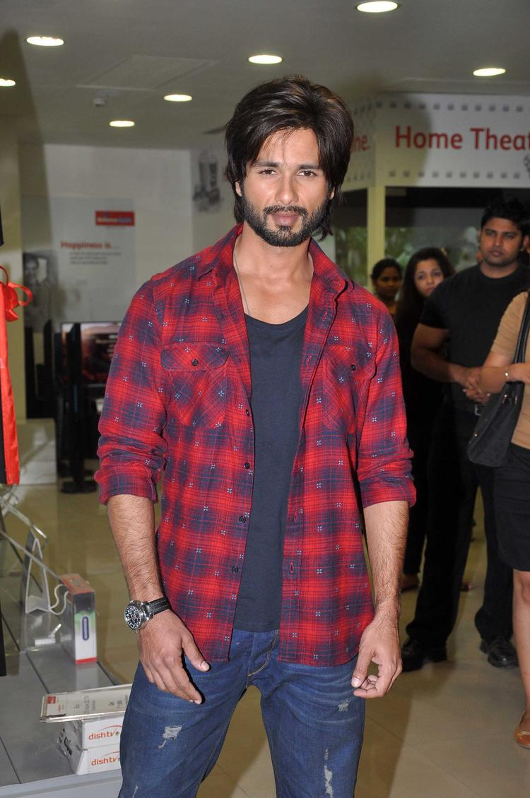 Styleicon Shahid Snapped At R Rajkumar Movie Promotion Event In Mumbai