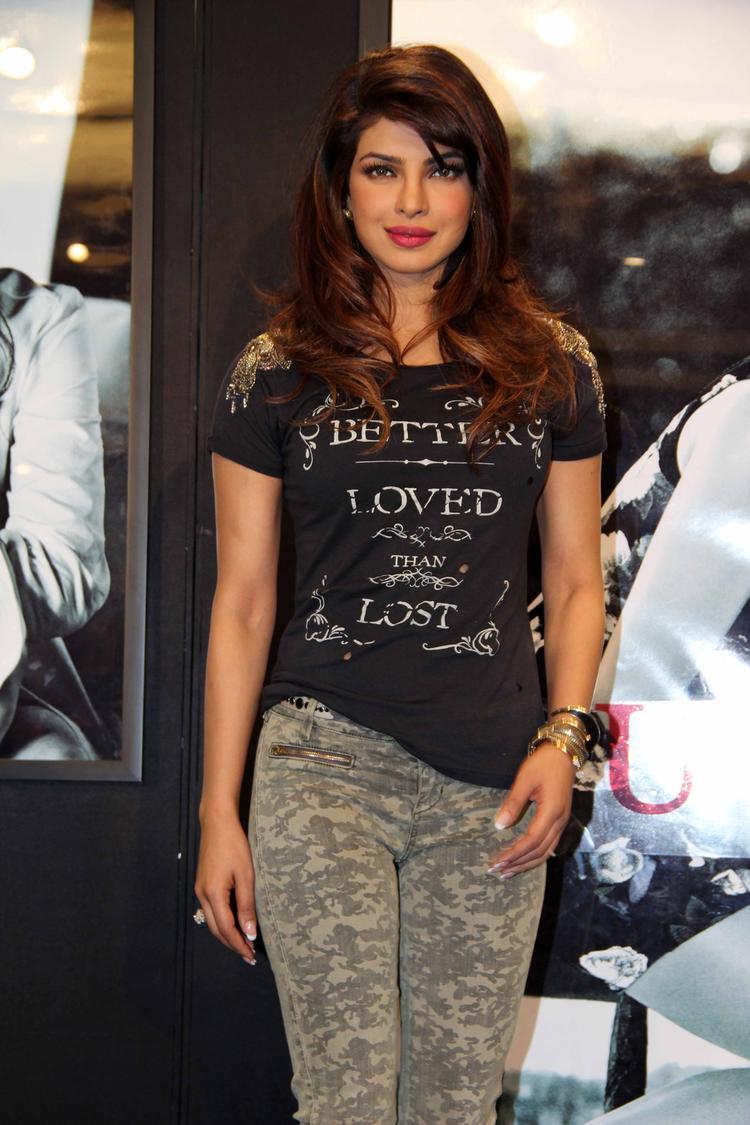 Priyanka Chopra Sabdhan Pose Photo Shoot During Campaign New Collection Of Guess