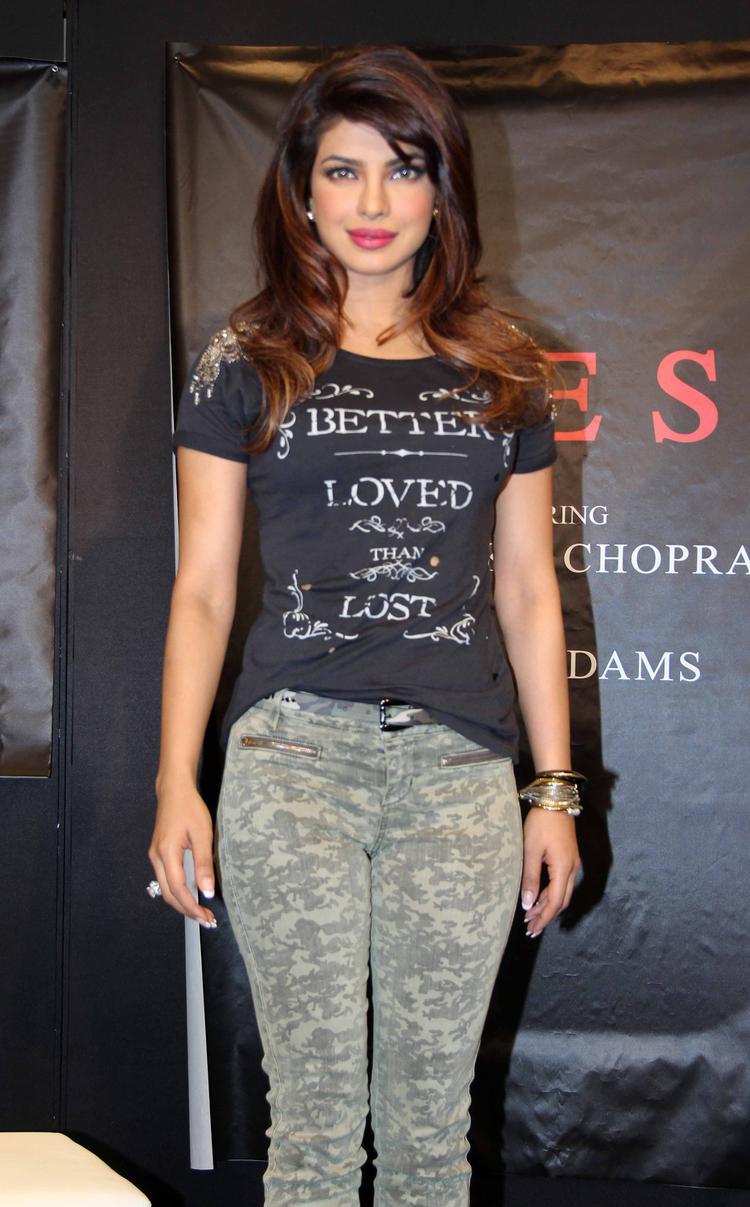 Priyanka Chopra Stunning Pic At Campaign New Collection Of Guess