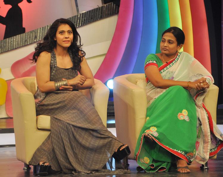 Kajol Devgan Dazzling Look At Priyanka Chopra & NDTV's Our Girl Our Pride Fundraiser 2013 Campaign