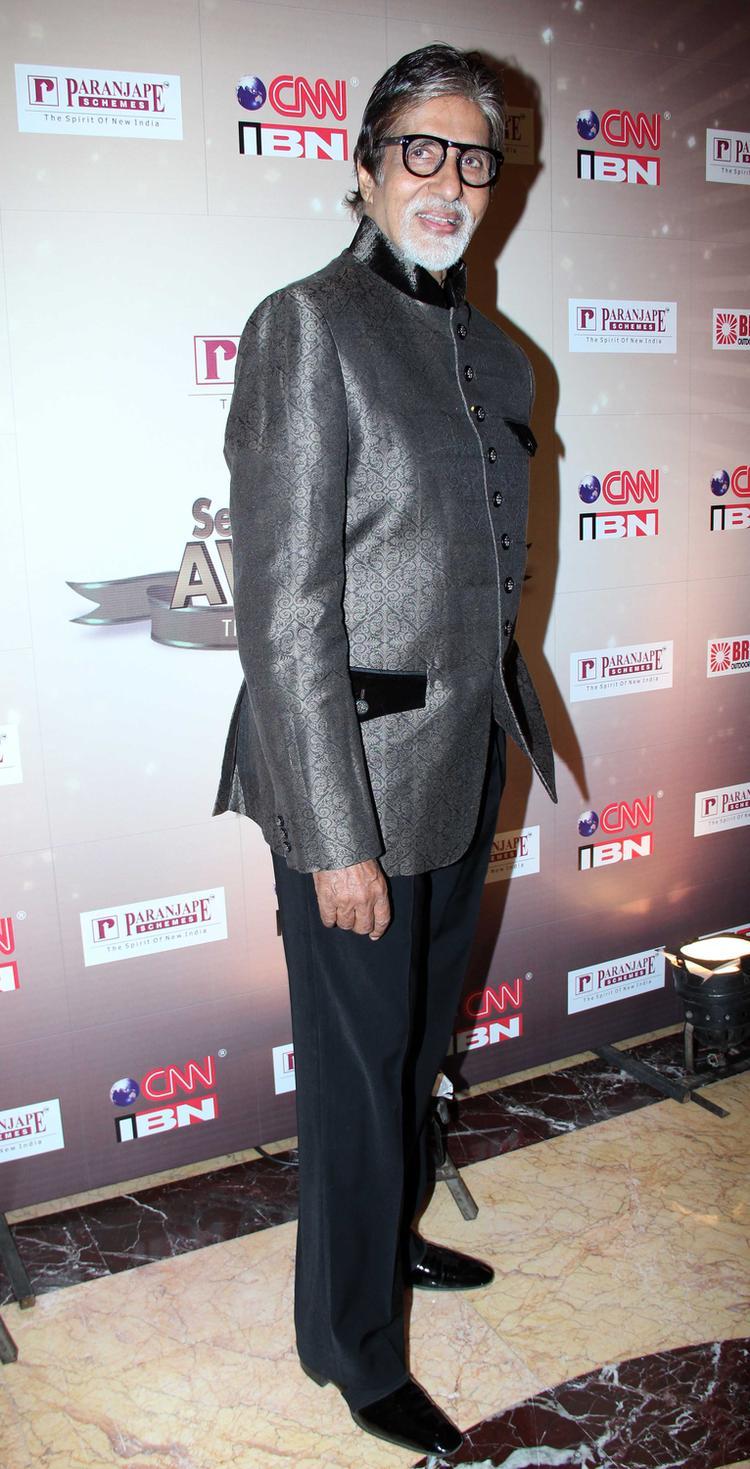 Amitabh Bachchan Posed For Camera At CNN IBN's Senior Citizen Awards 2013