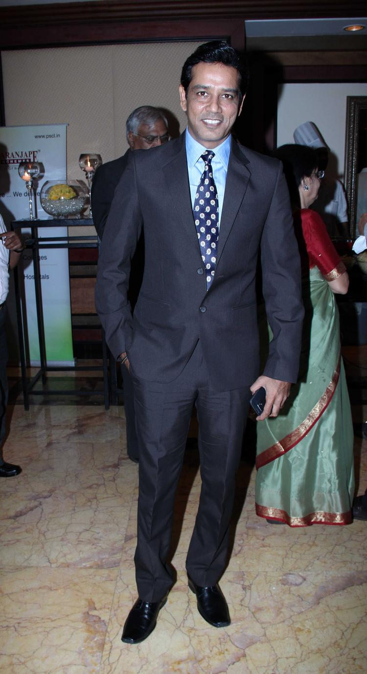 Anup Soni Cool Dapper Look In Suit At CNN IBN's Senior Citizen Awards 2013