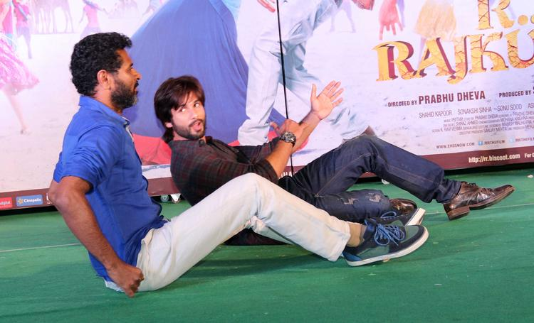 Prabhu And Shahid Rocked On Stage At Infinity Mall, Malad During The Promotion Of R...Rajkumar Movie