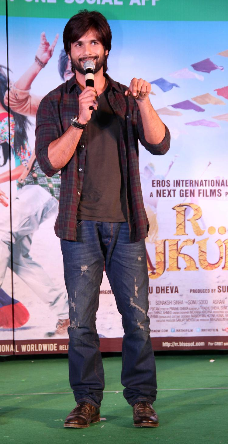 Shahid Kapoor Adresses About His Movie At Infinity Mall, Malad During The Promotion Of R...Rajkumar Movie