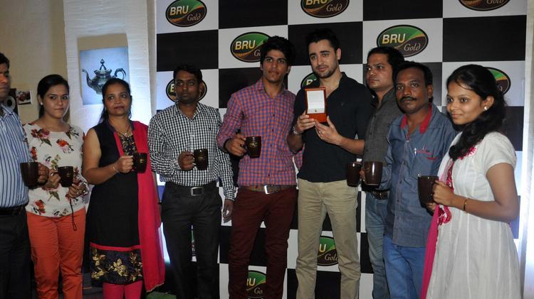 Bollywood Actor Imran Khan Meet The Winners Of Bru Gold Coffee Bean Contest In Mumbai