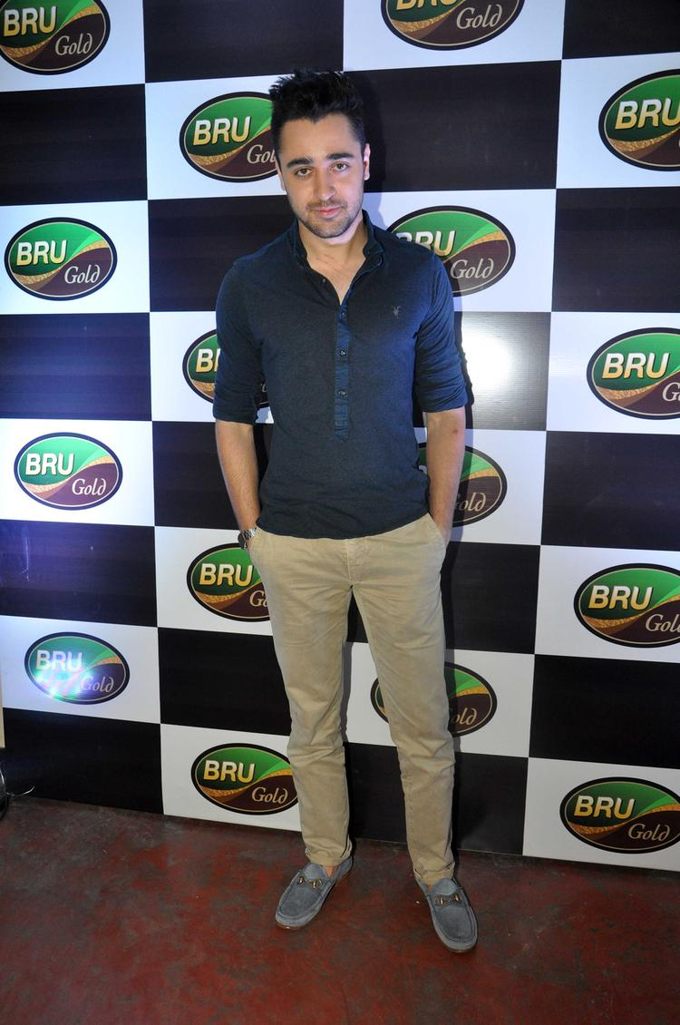 Imran Khan Strikes A Pose During The Bru Gold Coffee Bean Promotional Event