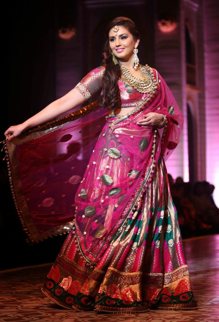 Gorgeous Actress Huma Qureshi Walked The Ramp On Day 4