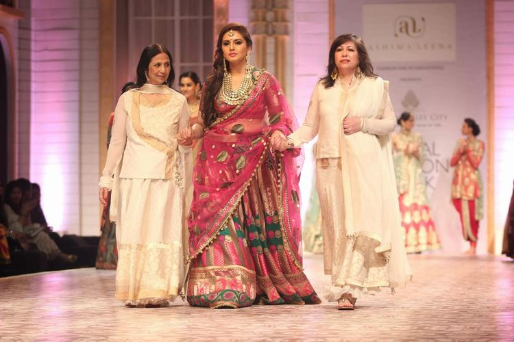 Huma Qureshi Walks With Ashima and Leena Outfit At AVIBFW 2013 Event