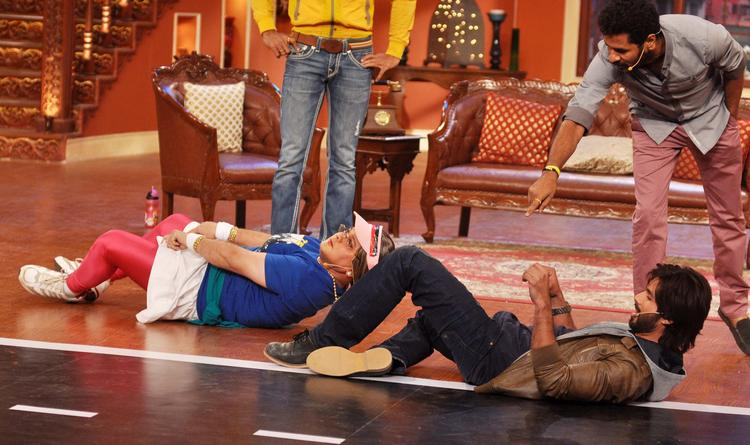 Dadi And Shahid Wave Dance Still At Comedy Nights with Kapil Show
