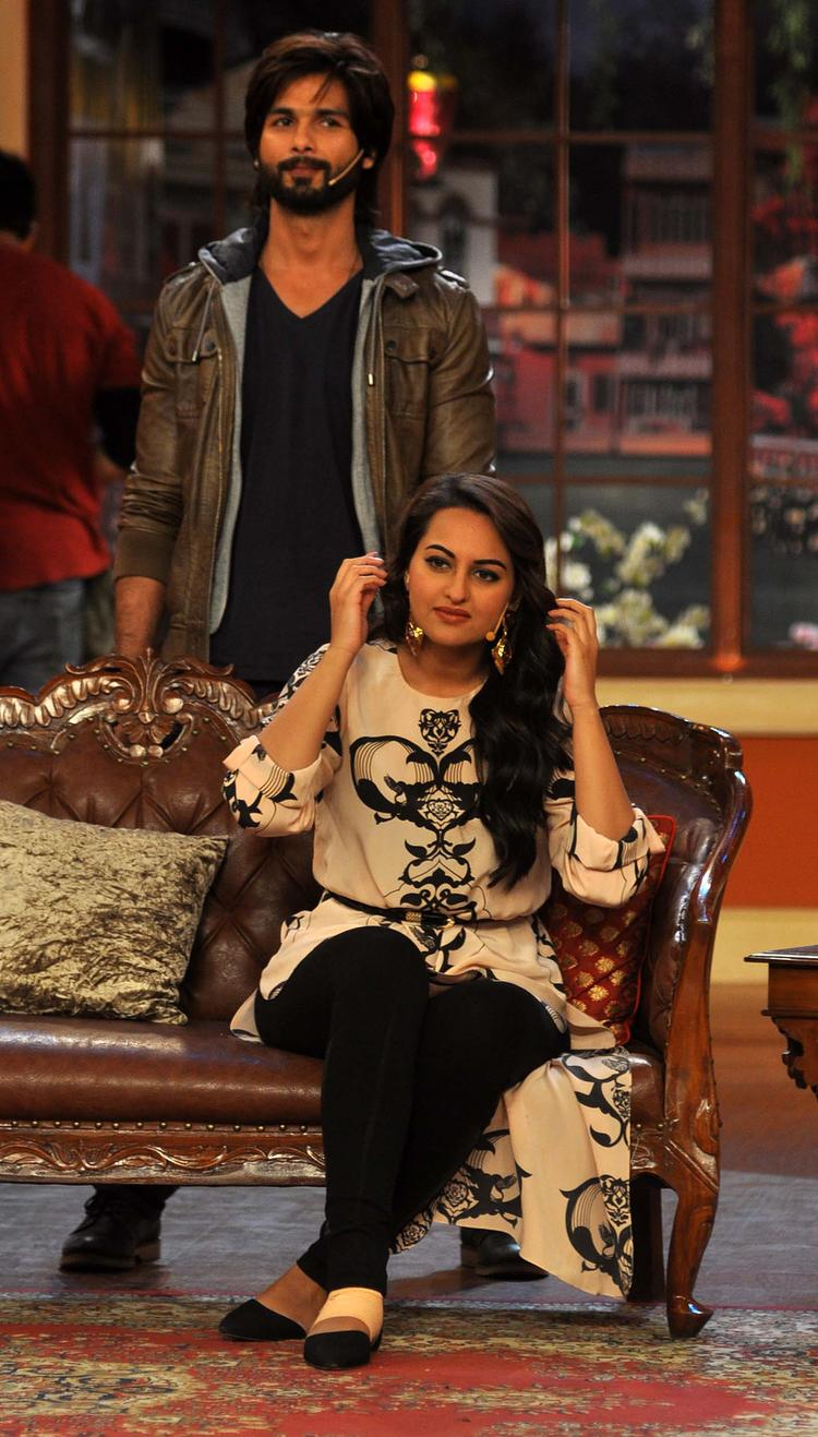 R Rajkumar Movie Team At Comedy Nights with Kapil Show