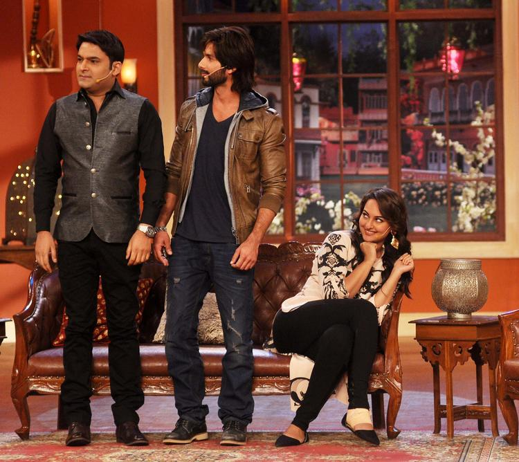 Shahid And Kapil Still At Comedy Nights with Kapil Show For Promote R Rajkumar