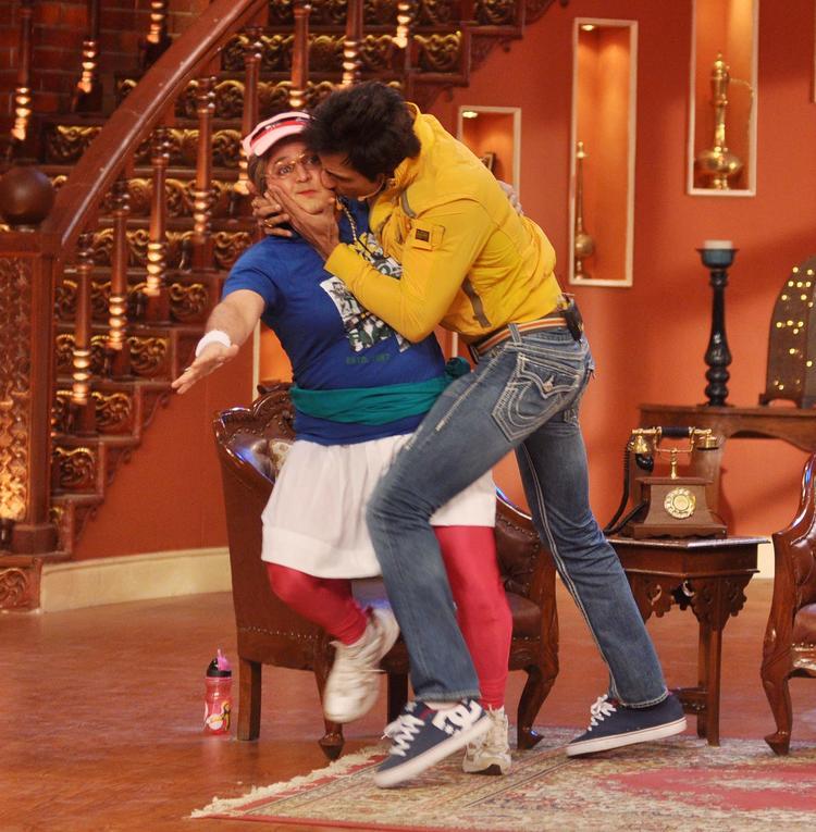 Sonu Sood Kiss Dadi At Comedy Nights with Kapil Show