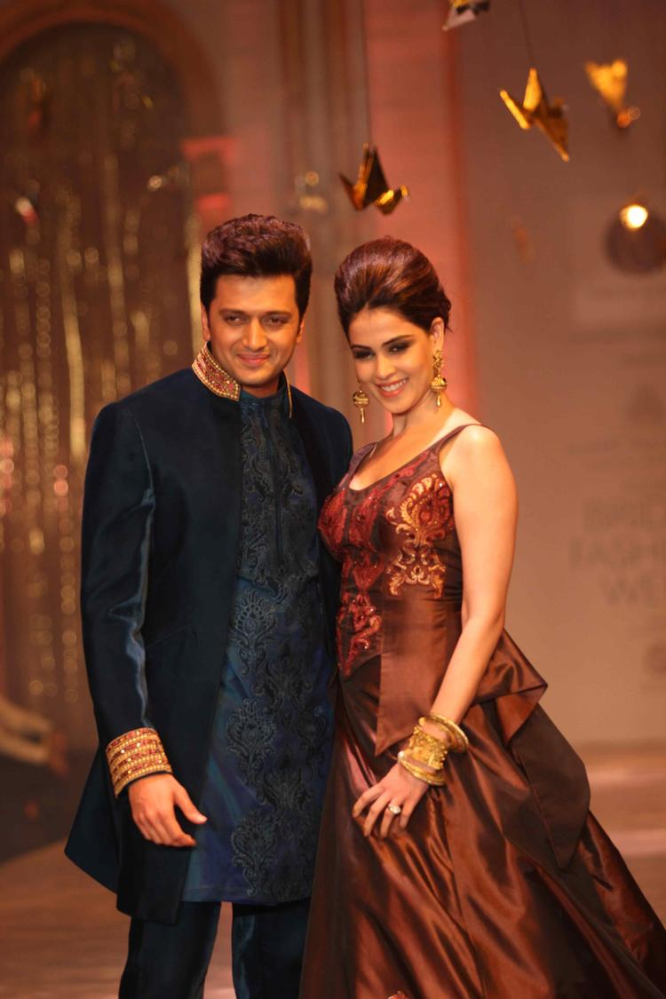 Bollywood Hot Couple Riteish And Wife Genelia Glamour Look On Ramp At IBFW 2013 Neeta Lulla Day 6 Show