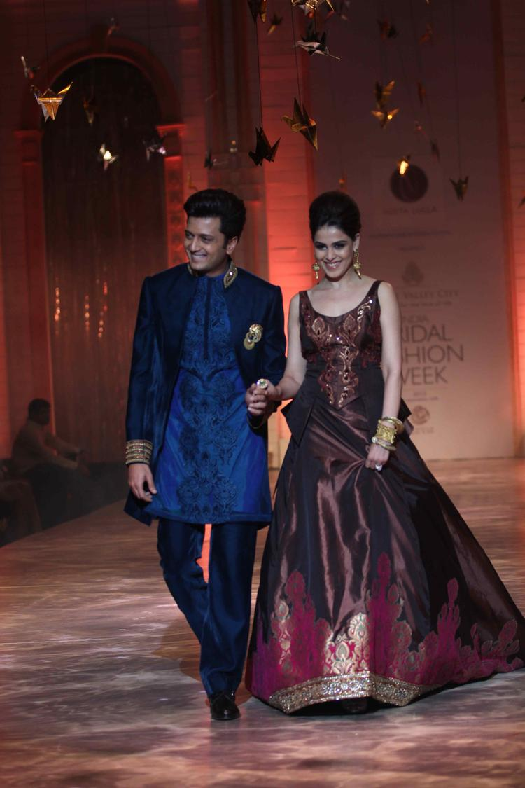 Riteish And Genelia Showstopper Of Designer Neeta Lulla On Day 6 At IBFW 2013