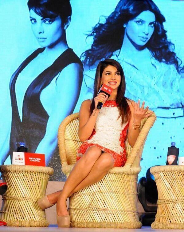Priyanka Chopra Exposing Her Milky And Sexy Legs At Agenda Aaj Tak Program