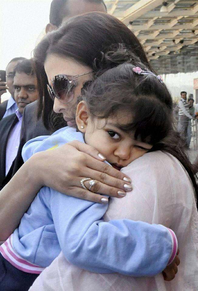 Aaradhya Cute Look With Her Mom Aish At A Family Wedding Ceremony